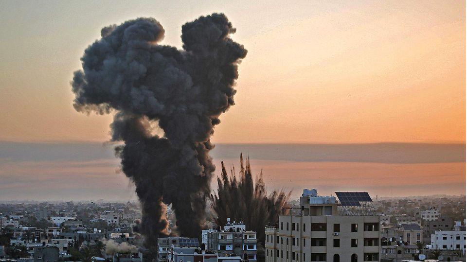 Rauch stieg überKhan Yunis im Gazasteifen auf
