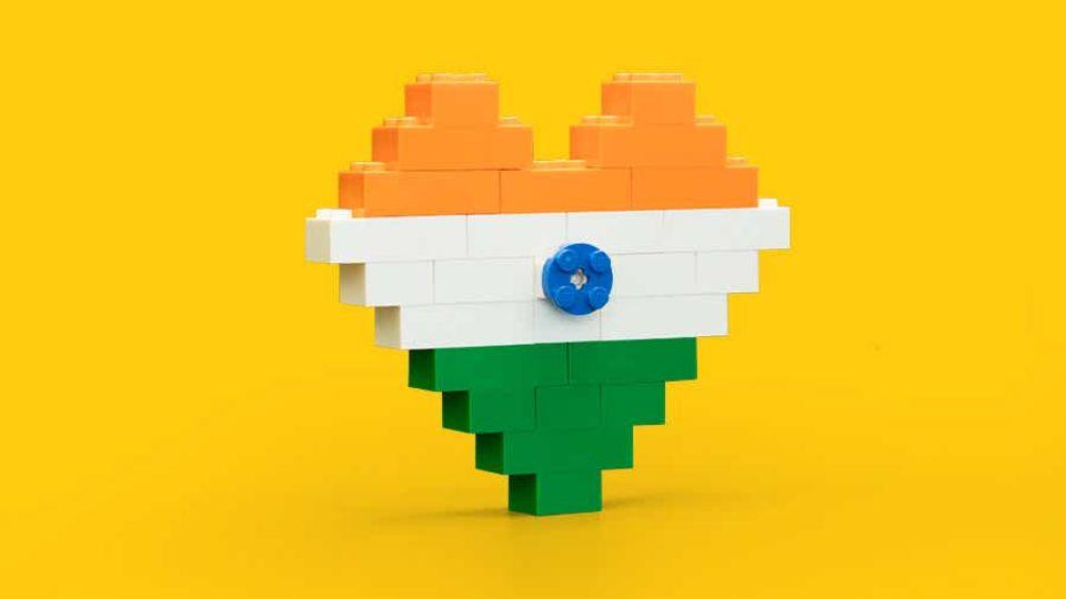 Lego News: ein aus Lego-Steinen gebautes Herz in den indischen Nationalfarben