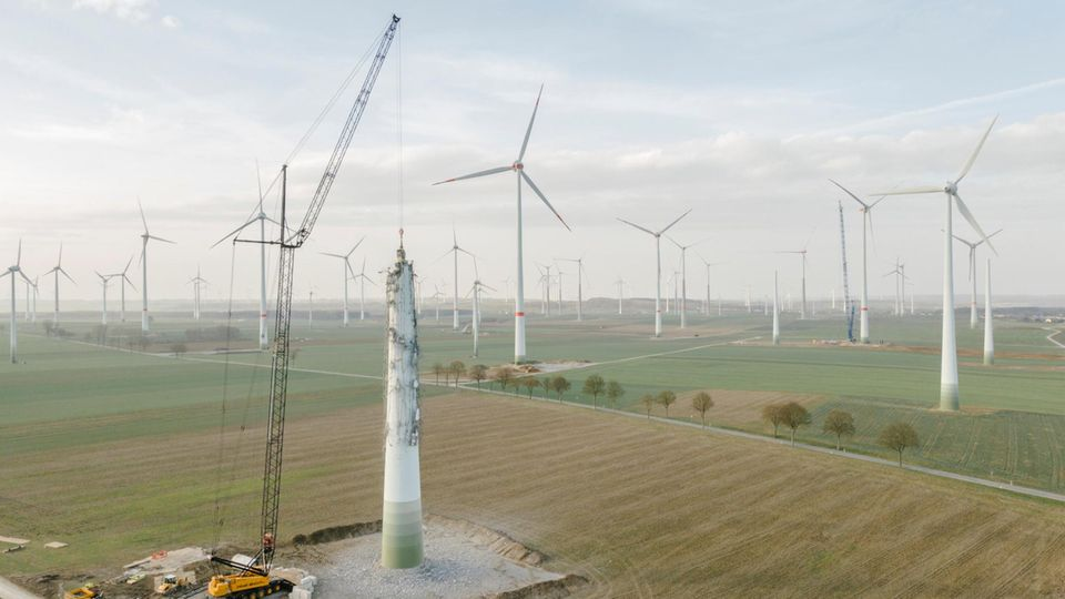 Abbauarbeiten an einer Windanlage