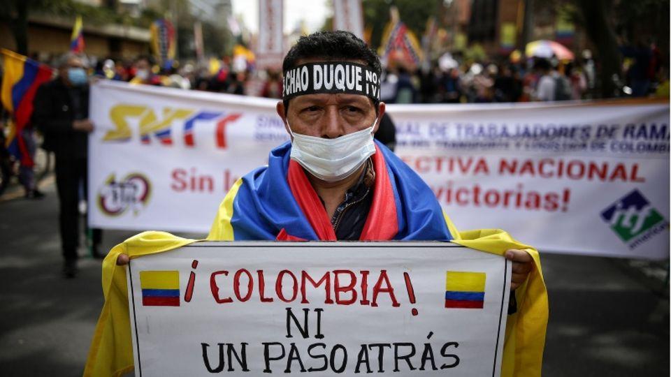 """Proteste in Kolumbien: Präsident geht erstmals Schritt auf Demonstrierende zu und bietet """"Pakt für die Jugend"""" an"""