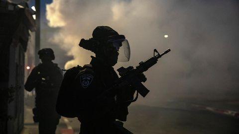 Israel, Lod: Israelische Sicherheitskräfte sind während Zusammenstößen mit arabischen Israelis im Einsatz