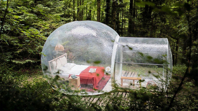 Zürich: Naturzimmer  Mitten im stadtnahen Wald steht dieses aufblasbares Bubblezimmer mit Doppelbett, Toilette, Trinkwasser, Kaffeemaschine und Feuerstelle mit Grillrost.
