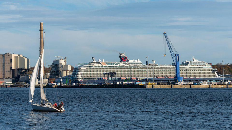 """Die """"Mein Schiff 1"""" von Tui Cruises wird zu """"Blauen Reisen"""" ab Kiel ablegen, die keine Landgänge im Programm haben."""