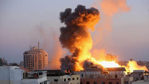Rauchschwaden steigen nach einem israelischen Luftangriff auf Gaza-Stadt in den Himmel
