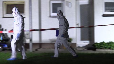 Beamte in Schutzanzügen am Tatort in Bad Essen