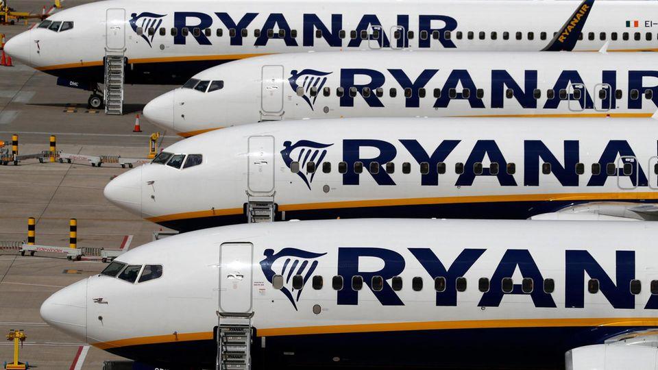 Jets von Ryanair am Stansted Airport bei London
