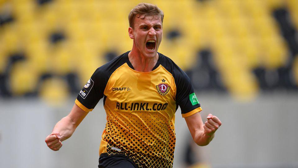 Dresdens Christoph Daferner jubelt nach seinem Tor zum 1:0 gegenTürkgücü München – die SG Dynamo hat am Wochenende den Aufstieg in die 2. Bundesliga perfekt gemacht