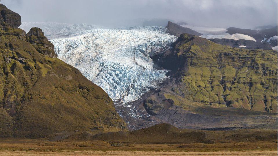 DerVatnajökull auf Island ist der größte Gletscher Europas. Erverliert wie die meisten Gletscher der Erde seit einigen Jahren enorm an Größe.