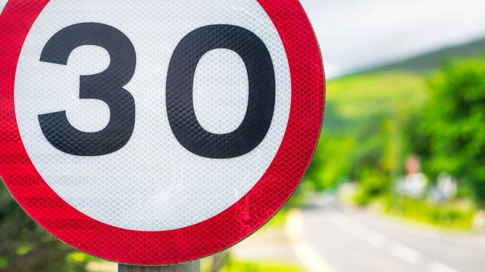 Verkehrsschild Tempolimit 30