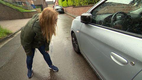 Spielende Mädchen haben 33 Autos mit Steinen zerkratzt.