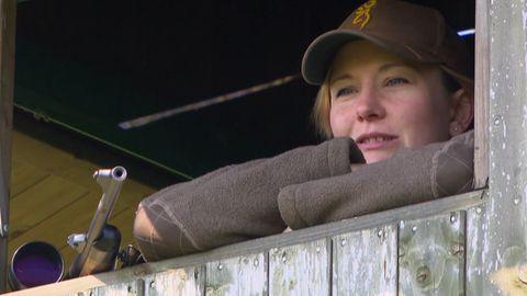 Jägerin Nadine Weers iebt Tiere und will deshalb mit der Jagd ihren Lebensraum schützen.