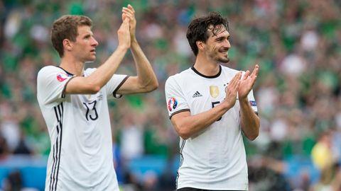 Thomas Müller und Mats Hummels bei der EM 2016 im Nationaltrikot