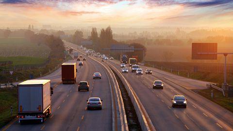 Autobahn im Morgengrauen
