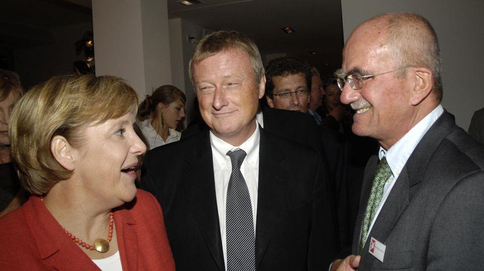 Hans Peter Schütz und Hans Ulrich Jörges mit Angela Merkel