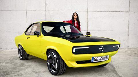 Ein gelb-schwarzer Opel Manta