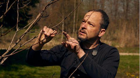 Naturfilmer Jan Haft bei sich zu Hause am Chiemsee