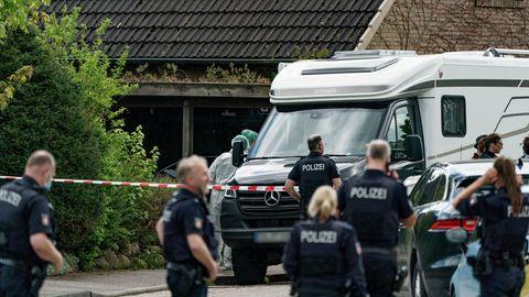 Polizei am Tatort in Dänischenhagen bei Kiel