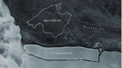 Satellitenbild vom in der Antarktis abgelösten Eisberg A-76 mit Vergleichsgröße Mallorca