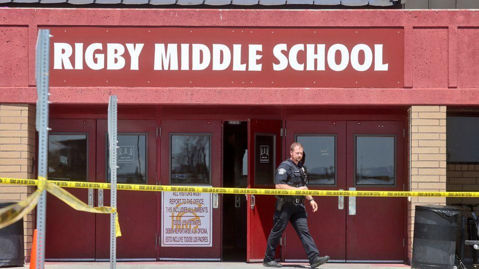 Der Eingang der Rigby Middle School nach der Schießerei am 6. Mai