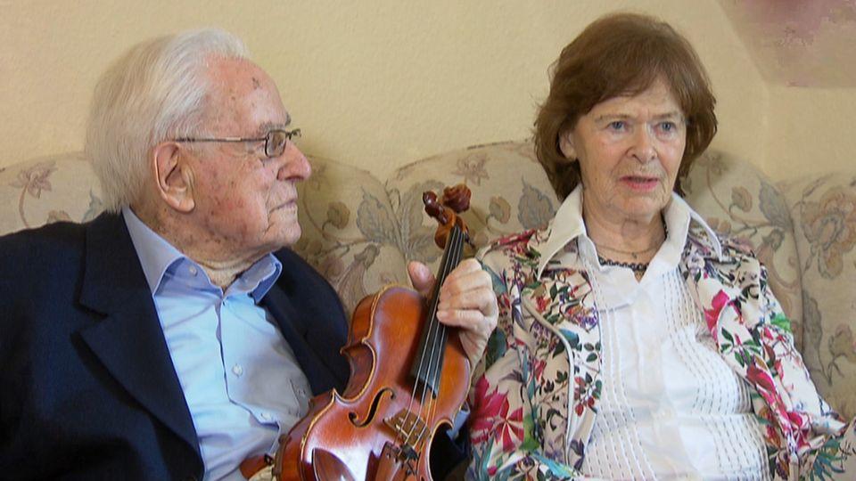 Liebespaar: Der 106-jährige Valdemar Prukner und die 89-Jährige Marianne Schalk.