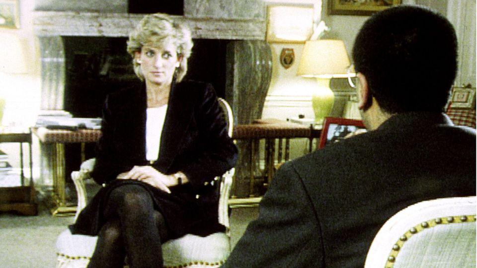 Prinzessin Diana im Gespräch mit  BBC-Reporter Martin Bashir beim Interview des britische Fernsehsenders BBC