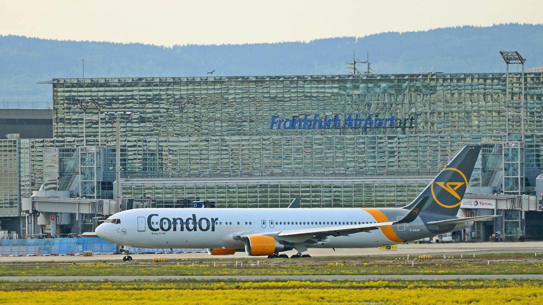 Eine Boeing 767-300 des Ferienfliegers Condor rollt zum Start. Mit dem neuen Investor Attestor soll die Airline endlich in eine finanziell sichere Zukunft fliegen.