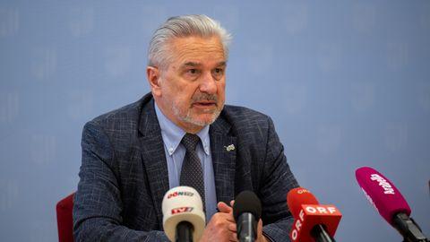 Norbert Fritsch, Ärztlicher Direktor des Klinikum Freistadt, auf einer Pressekonferenz anlässlich des Behandlungsfehlers