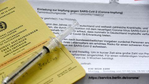 Schreiben für eine Impfeinladung, Impfpass, Spritze