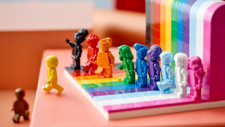 "Lego bekennt Farbe: Das Set ""Everyone is awesome"" mit elf Minifiguren"