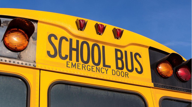 Ein typisch amerikanischer School Bus in gelber Farbe