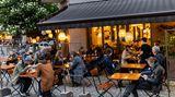 Auch dieses Berliner Restaurants durfte sich über erste Gäste freuen. In der Hauptstadt war das Öffnen der Außengastronomie bereits seit Freitag wieder erlaubt.