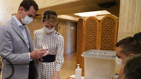 Baschar al-Assad und seine Ehefrau bei der Parlamentswahl im Juli 2020
