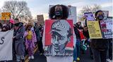 """Eine """"Black Lives Matter""""-Demonstration nach dem Tod von Daunte Wright"""