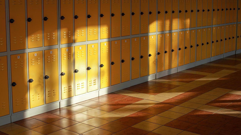 Eine Highschool in Florida ließ für das Jahrbuch 80 Bilder von Schülerinnen verändern, weil diese nicht anständig genug gewesen seien (Symbolbild)