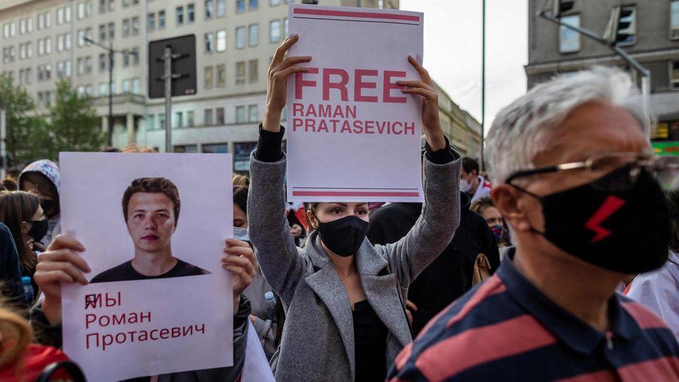 Demonstanten in Warschau fordern die Freilassung von Roman Protassewitsch