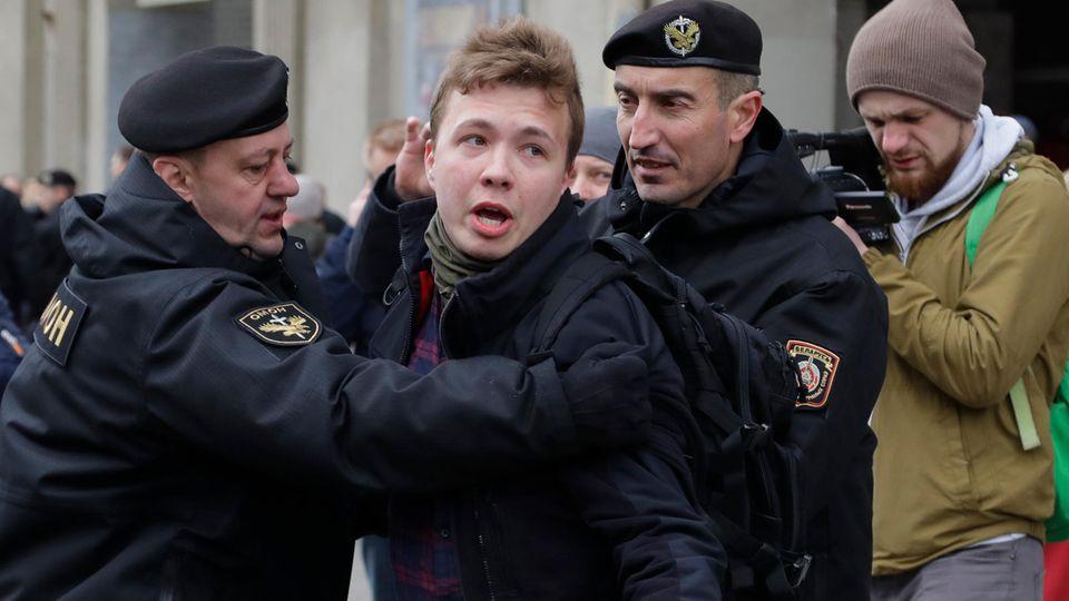 Die weißrussische Polizei verhaftet den Journalisten Roman Protassewitsch