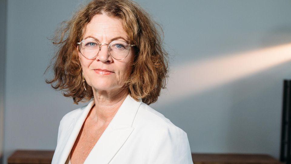 Hanni Rützler forscht seit über 25 Jahren zu Fragen der Ess- und Trinkkultur. Sie ist Autorin ihres seit 2014 jährlich vom Zukunftsinstitut herausgegebenen Foodreports, der in der Branche als Barometer dafür gilt, wie der Verbraucher tickt und was er will.