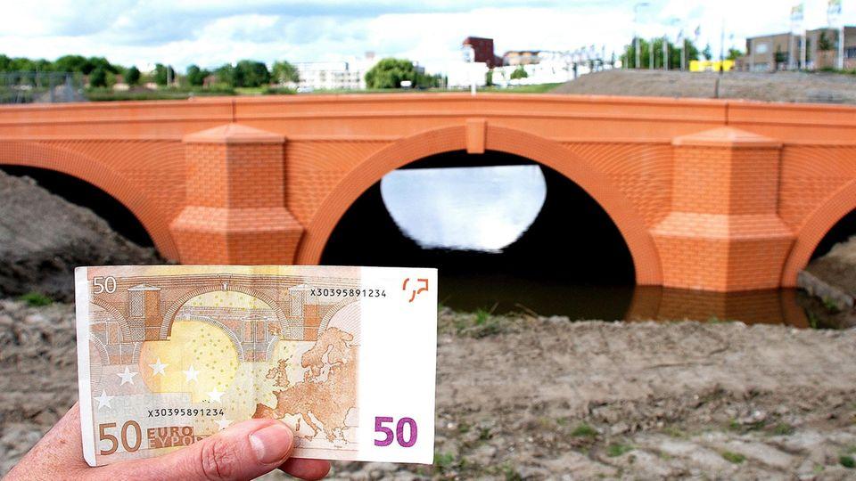 Brücke auf 50-Euro-Schein und in Spijkenisse