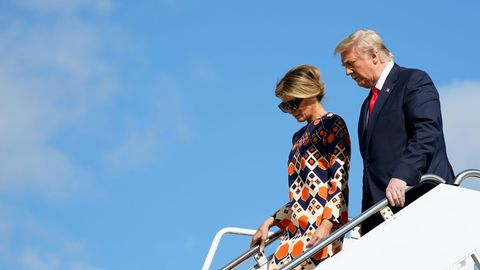 Donald und Melania Trump steigen aus der Air Force One