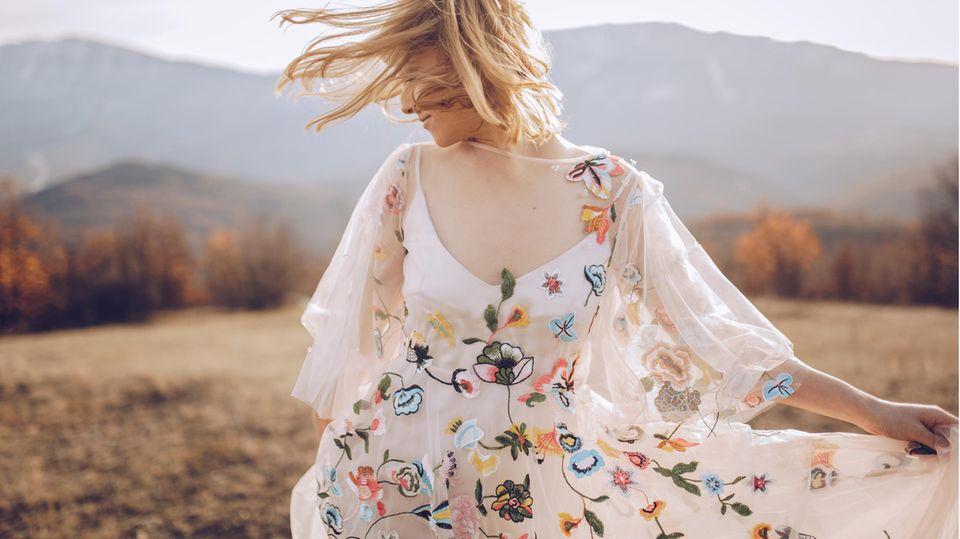 Hippie-Kleider wirken leicht und verspielt— ideal für den Sommer