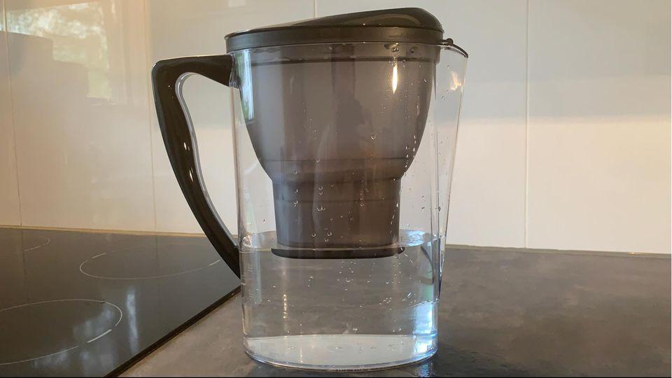DHDL Yucona: Das erste Wasser ist durch den Filter gelaufen und kam leicht getrübt heraus.