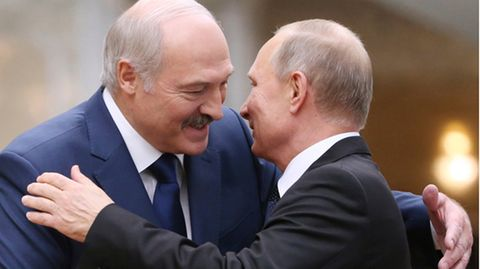 Lukaschenko begrüßt Putin