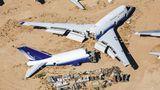 """Mojave Air and Space Port  Diese Boeing 747 von United Airlines wurde zerteilt und ausgeschlachtet. Die vier Triebwerke und das Cockpit wurden für denBau des """"Model 351 Stratolaunch"""" verwendet, ein doppelrumpfiges Flugzeug mit sechs Triebwerken, das als Trägerplattform für Raketen dient."""