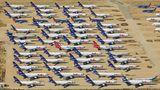 Logistics Airport Victorville  Ebenfalls in Kalifornien sind Duzende von Frachtmaschinen der Cargo Airline Federal Express abgestellt, darunter viele Dreistrahler vom Typ DC-10 und MD-11. Sie dienen als Ersatzteilspender für die aktive Flotte.