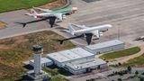 Flughafen Parchim in Mecklenburg-Vorpommern  Ortswechsel nach Europa: Ein chinesischer Investor hatte einst große Pläne mit dem Airport. Der hier abgestellte Airbus A340-600 von China Eastern mit einer Sonderbemalung für die Expo 2010 in Shanghai wurde inzwischen ins spanische Teruel geflogen.