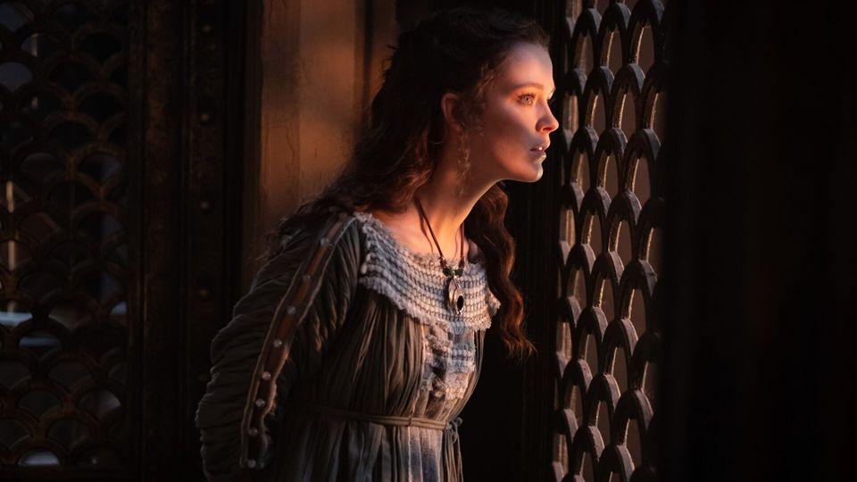 Julia, die Tochter Augustus aus erstes Ehe, wird von ihren Vater stets strategisch und unglücklich verheiratet.