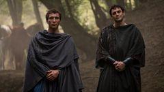 Es hat nichts Gutes zu bedeuten, wenn Augustus (r.) und sein Freund Agrippa (l.) vor der Tür stehen.