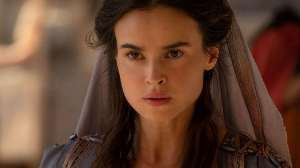 Kasia Smutniak spielt Livia Drusilla kühl und beherrscht.