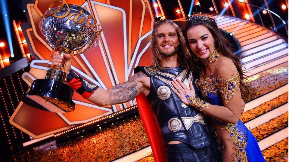 """Rúrik Gíslason und Renata Lusin gewinnen die 14. Staffel """"Let's Dance"""""""