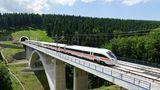 Für die neue Zuggeneration mussten auch neue Trassen gebaut werden: Die ersten Schnellfahrstrecken waren die zwischen Hannover und Würzburg sowie zwischen Mannheim und Stuttgart im Jahre 1991.